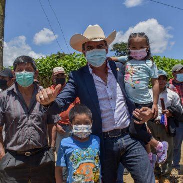 Alcalde Juan Carlos Pellecer supervisa obras para el desarrollo de la población sanjuanera